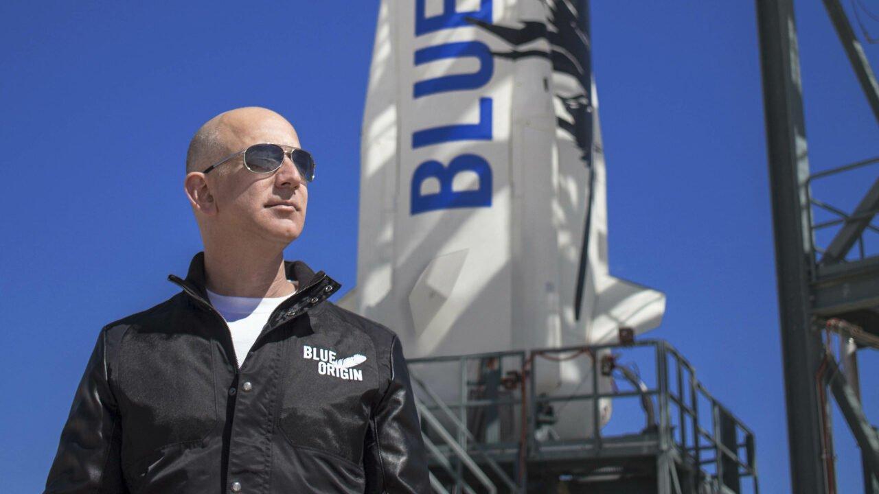 Jeff Bezos fliegt ins Weltall